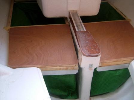 Astus 20.1 : Coffres et couchettes cercueil dans la cabine