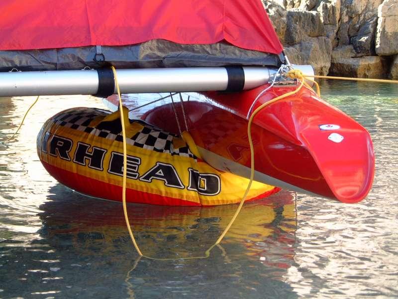Cales flottantes sous les flotteurs